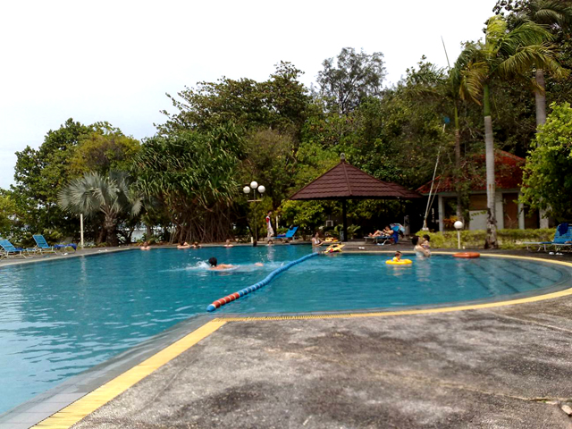 kolam renang pulau putri