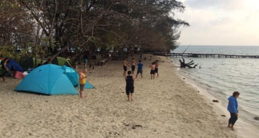 Pesona Pulau Semak Daun