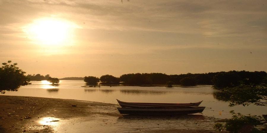 pantai pulau pari di barat