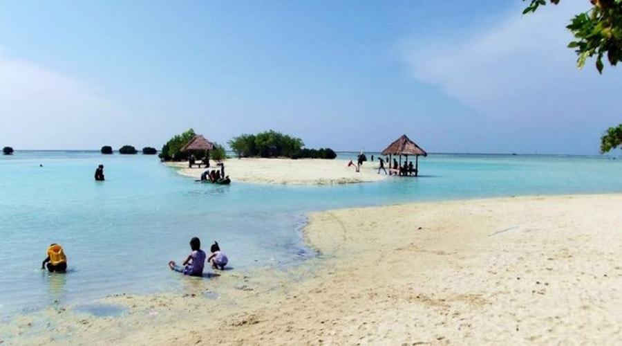 pantai di pulau pari