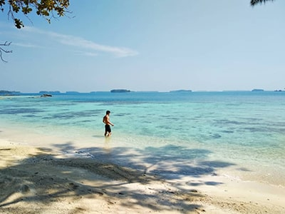 pantai pulau pelangi