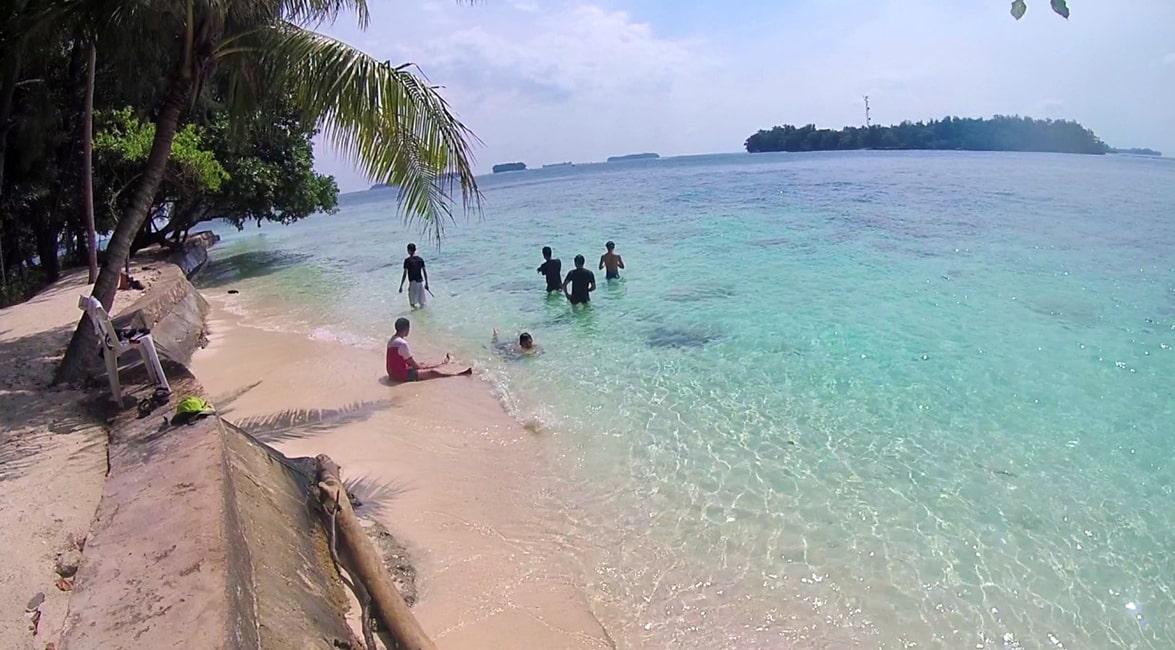 pantai pulau putri